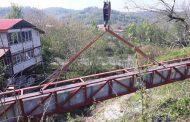 نصب ناو آب بر روگذر در روستای شکرکش اطاقور لنگرود